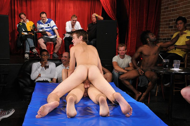 Twinks On A Blowjob Party