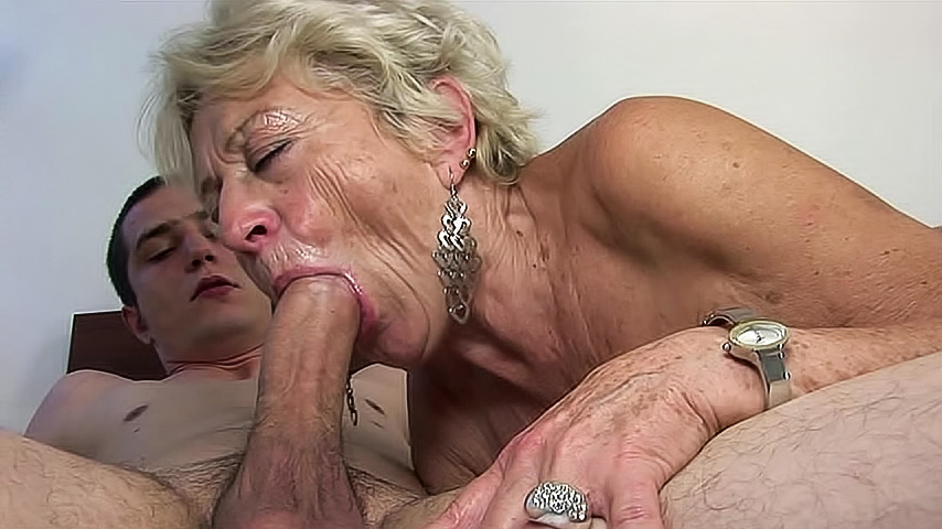 mature grannies givng blow jobs