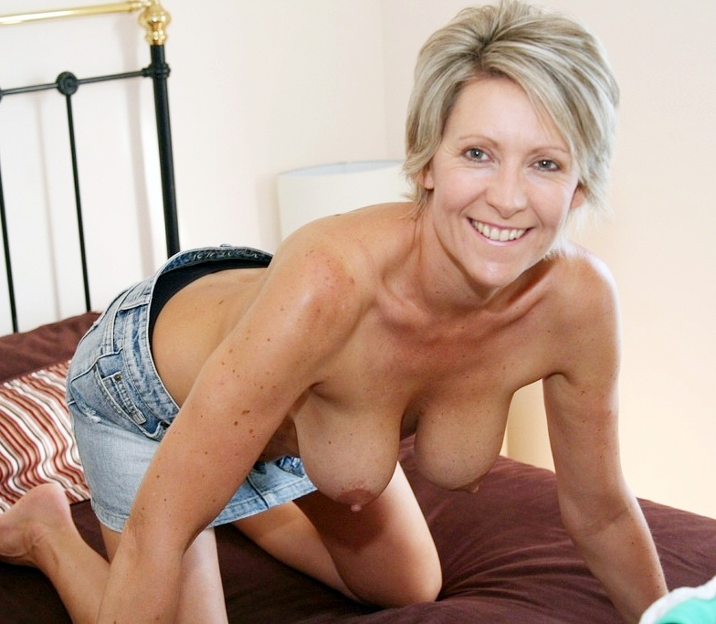 Nude milf model scam